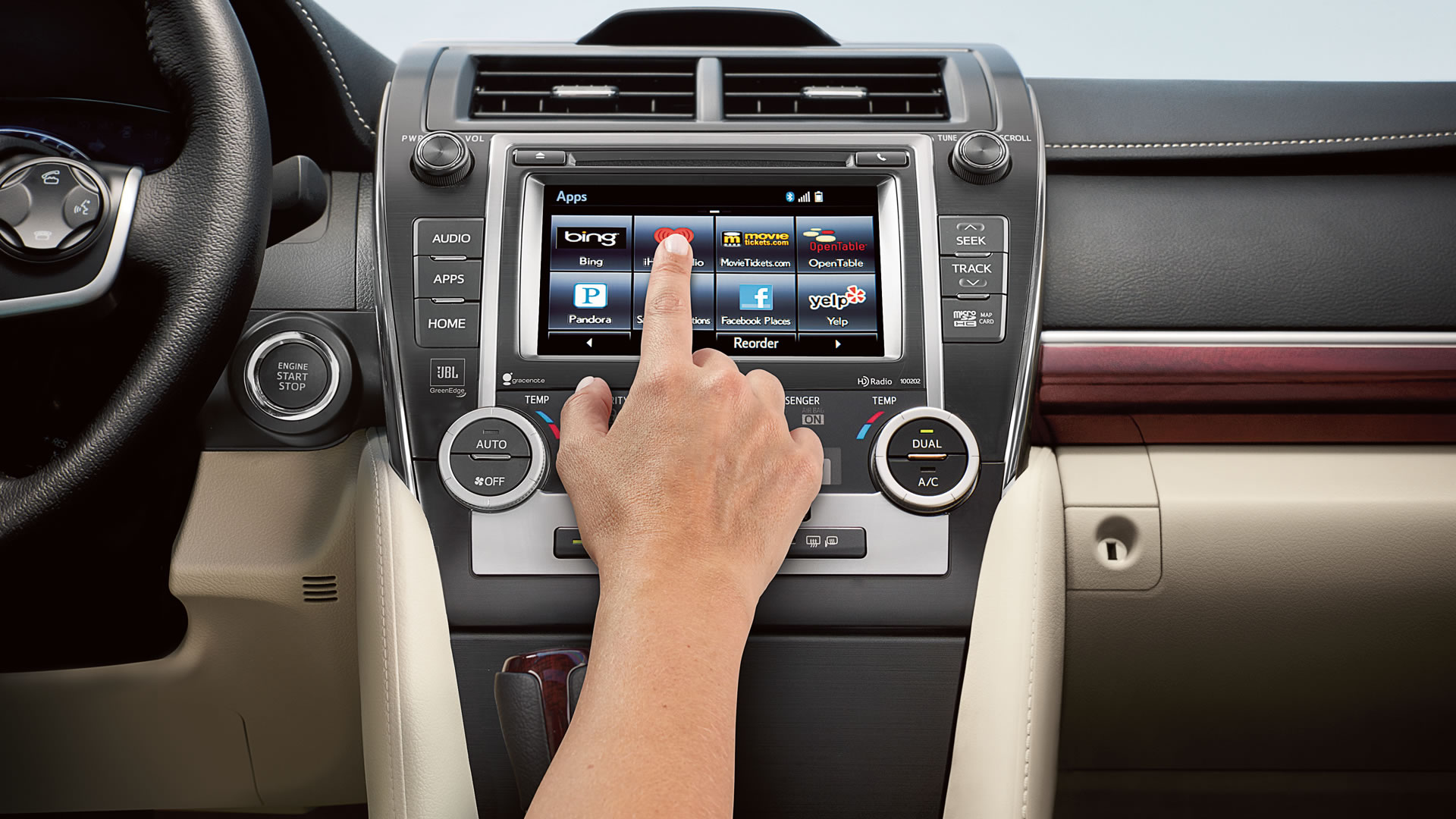 What's the Standard Audio System like in a 2014 Toyota Camry