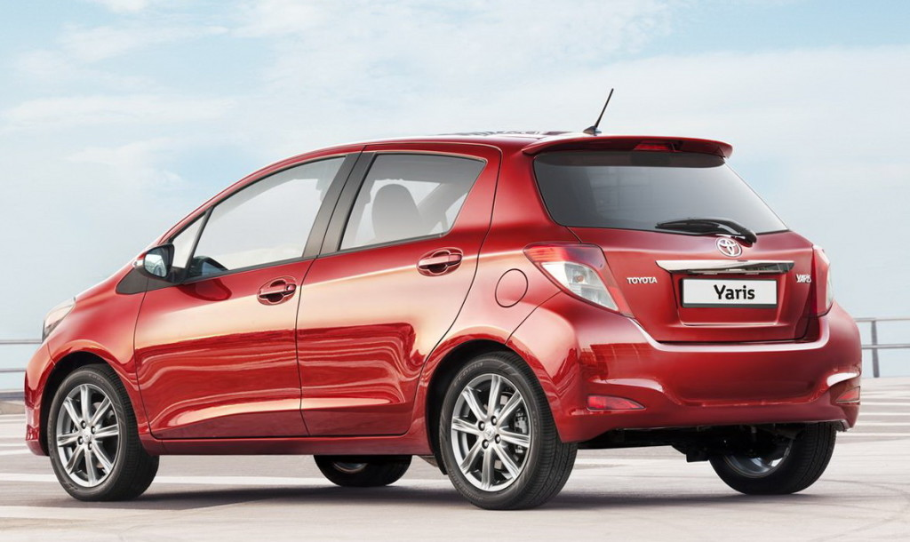 review autotrader new car featured large toyota reviews yaris image