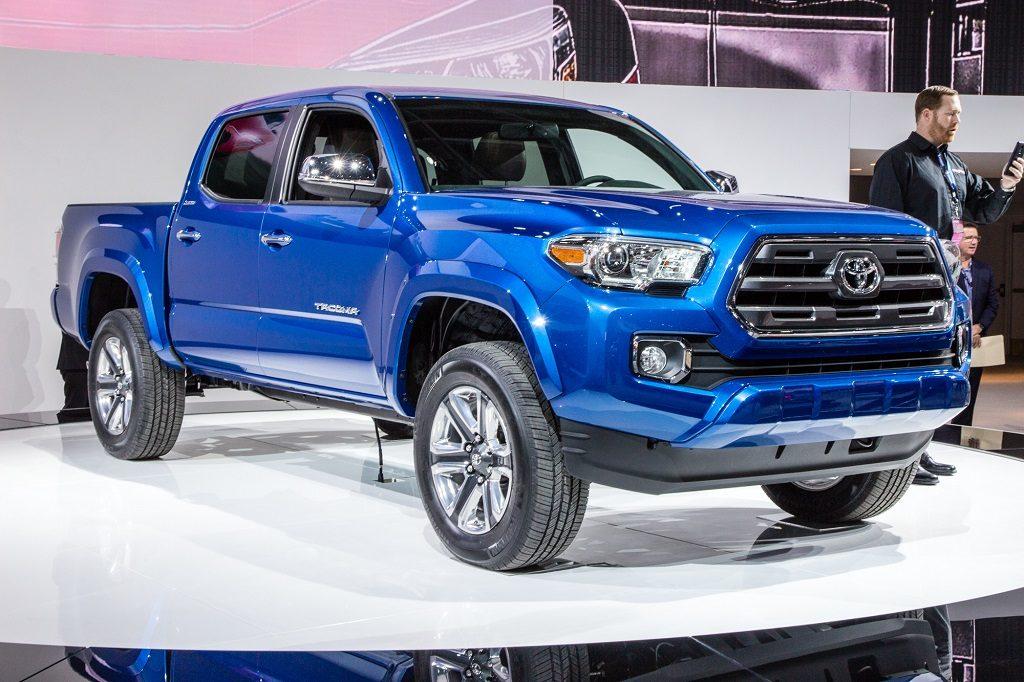 Tundra Vs Tacoma >> Battle Of The Pickups 2016 Toyota Tundra Vs Tacoma Toyota Of
